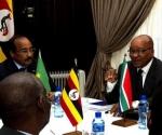 El presidente Zuma, con su homólogo mauritano (AFP, Alexander Joe)