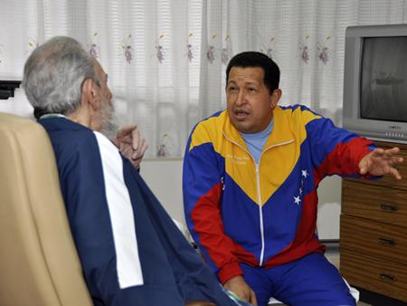 Fidel y Raúl visitan a Chavez. Foto: Granma