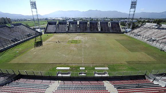 Estadio Padre Ernesto Martearena. Salta (535.000 habitantes), capital de la provincia homónima, a 1.597 kilómetros al norte de Buenos Aires.