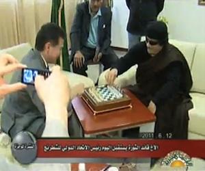 gadafi-juega-ajedrez