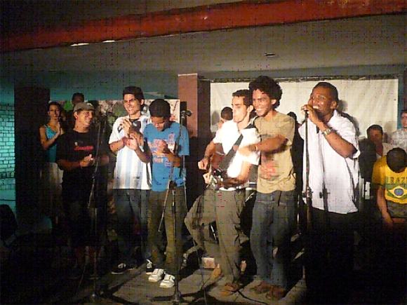 No faltaron la suavidad ensoñadora de Amaury, la maestría musical de Pedrito, el carisma  exclusivo de Carlos, ni la alegría y el desenfado de todos los que participaron.
