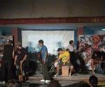 El escenario pequeño, solo necesitó la música de estos muchachos para hacerse grande.