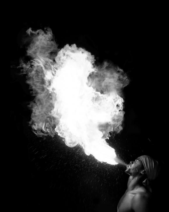 La danza del fuego. Foto: Roberto Chile