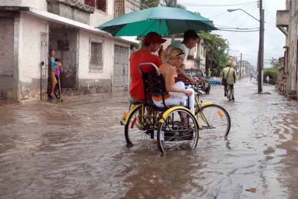 Las fuertes lluvias caídas en la ciudad de Holguín, el 27 de mayo de 2011, provocaron inundaciones en un área de la ciudad.  AIN FOTO/Juan Pablo CARRERAS/sdl
