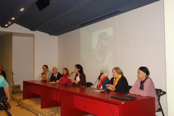 En la mesa, de derecha a izquierda  Seixas, Damaris Lucena, Elsa Lobos y Clara Sharf rememoraron la época de lucha contra el régimen militar y la firme colaboración de la Revolución cubana con todos los compañeros perseguidos.