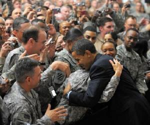 Obama con soldados