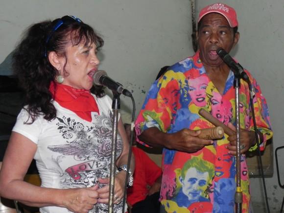 Zaida del Río y Digno Marcelino, (voz  y claves) del Septeto Habanero iniciando el ensayo. | Foto: Marianela Dufflar
