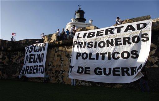 Un centenar de mujeres vestidas de negro demandó la liberación de Oscar López Rivera, con 30 años en prisión por    conspiración sediciosa, y de los hermanos Avelino y Norberto González Claudio.