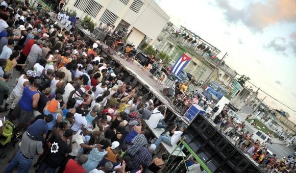 Concierto de Silvio Rodríguez en el barrio de Coco Solo. Foto Kaloian