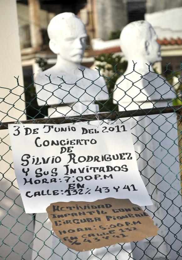 Silvio Rodríguez en el barrio de Coco Solo. Foto Kaloian