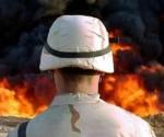 soldado-norteamericano-frente-oleoducto-incendiado