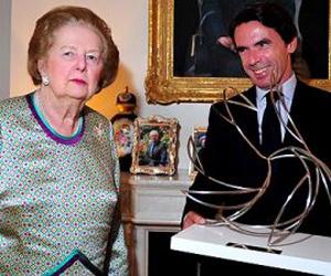El expresidente del gobierno español entrega el premio FAES de la Libertad a la expremier británica Margaret Thatcher.