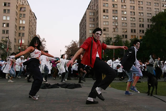 Thriller por la educación frente a La Moneda. Foto: UPI/AgenciaUno. Fuente: Cuba Debate