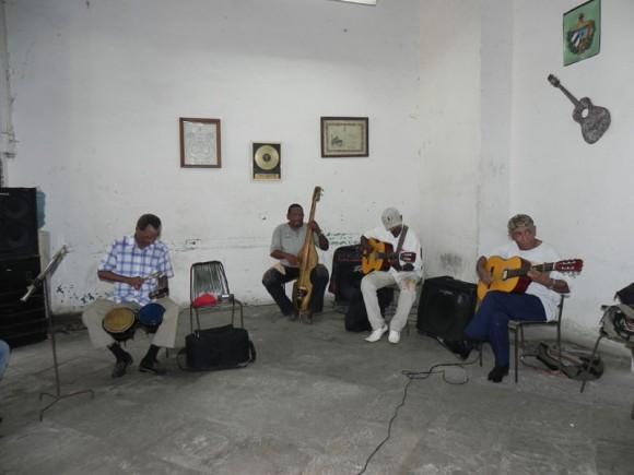 Integrantes de El Septeto Habanero acompañado a Zaida del Rio. | Foto: Marianela Dufflar
