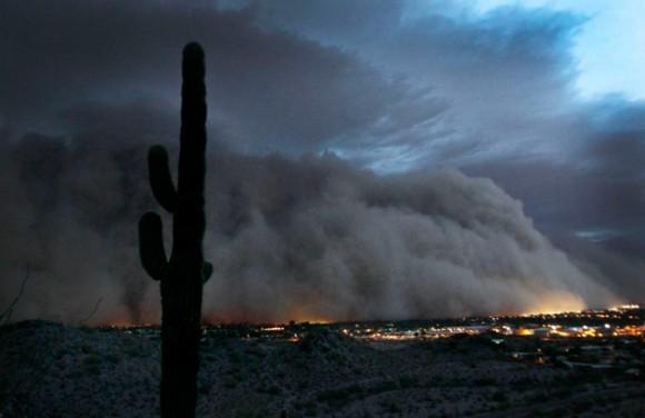 Una nube de polvo se traga una ciudad americana!! Arena6dn6301-580x376