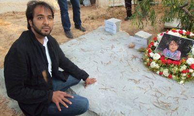 Khaled Al-Hamedi ante las tumbas de sus hijos y de su esposa. | Foto: Franklin Lamb / Red Voltaire