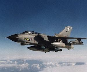 avion-tornado-gr4-que-pone-a-disposicion-el-reino-unido-para-la-mision-en-libiaexpand