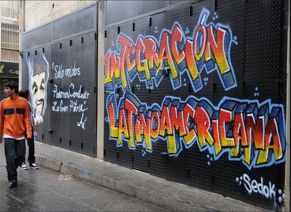 Varios graffitis alusivos al Bicentenario de la Independencia de Venezuela, se observan en las calles de Caracas. (Santiago Armas/Presidencia de la República)