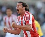 El paraguayo Nelsón Haedo festeja despues de lograr el segundo gol para su equipo frente a Brasil