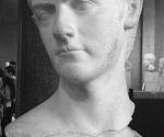 La estatua venía de una excavación ilegal en el sur de Roma que podría haber sido el lugar donde estaban los palacios de Calígula. En la foto, busto en el Museo de Louvre.