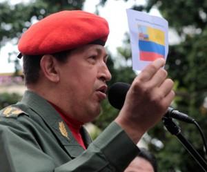 El presidente de la República Bolivariana de Venezuela, Hugo Chávez, llegó a la Plaza Bolívar de Caracas para participar en los actos conmemorativos del 200 aniversario de la izada del pabellón patrio. Fotos: Prensa Miraflores.