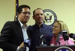 Cedeño (izq.) recibió asilo en Estados  Unidos en mayo de este año