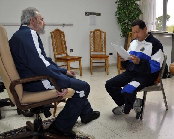 Fidel Castro y Hugo Chávez conversan en La Habana, Cuba, el 3 de julio de 2011. Foto: Estudios Revolución