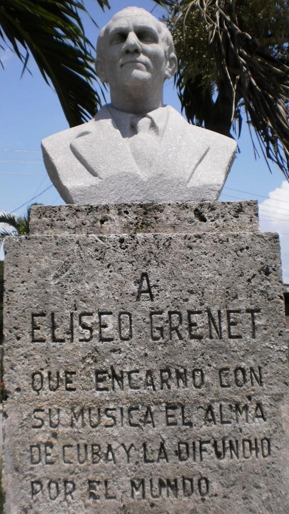 El monumento a la memoria de Eliseo Grenet en el parquecito de la calle 41, a mitad de camino entre la calle que conduce a Tropicana y el hospital que conocemos con el nombre popular de La Ceguera.