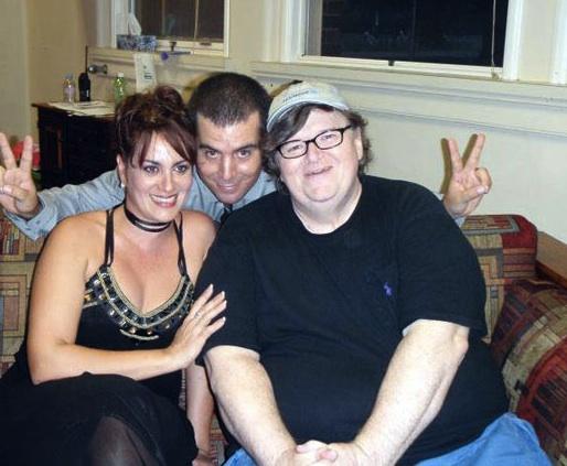Blanca Rosa Blanco, Ian Padrón y Michael Moore.