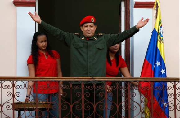 Hugo Chávez en el balcón del pueblo