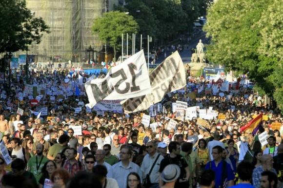 Miles de manifestantes han participado en una marcha de protesta que ha recorrido el centro de Madrid para terminar en la Plaza de Sol   Fuente: EFE