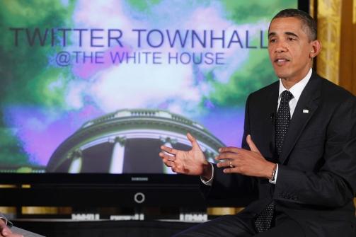 """El presidente Barack Obama habla durante una """"Twiter towhall"""" en el Salón Este de la Casa Blanca en Washington, Miércoles, 06 de julio 2011., Charles Dharapak / Foto AP"""