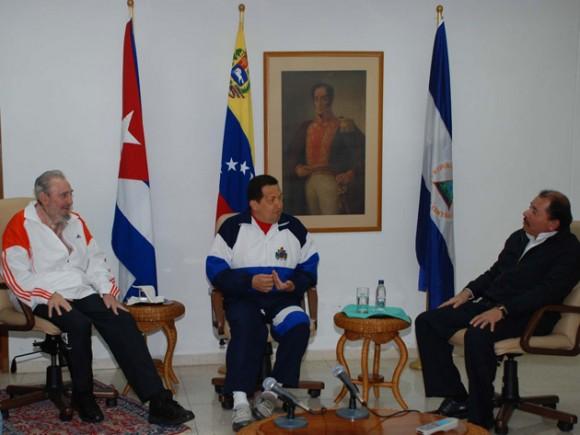 Fidel, Chávez y Ortega en La Habana. Foto: Estudios Revolución