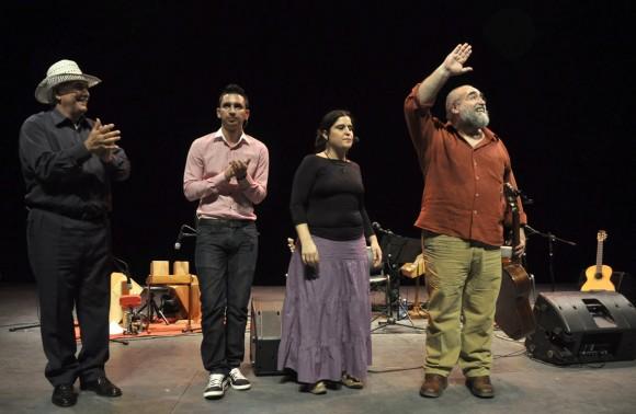 Raúl Ferrer, Omar, Lena Ferrer y Pedro Luís Ferrer tras el concierto del teatro Mella.