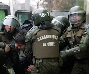 Chile: Carabineros reprime salvajemente concentración estudiantil