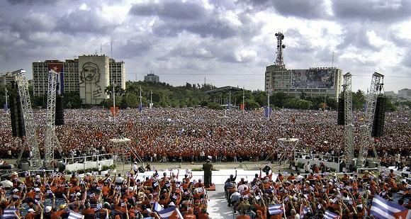 En la plaza con Fidel 2005. Foto: Roberto Chile