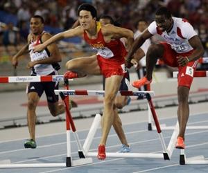 Dayron Robles queda descalificado por hacer contacto con el atleta chino Liu Xiang
