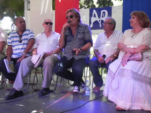 Alexis Díaz Pimienta, Reynaldo González, Amaury Pérez, Lázaro García y Eva Rodríguez, acudieron a la cita para la presentación. Foto. Marianela Dufflar