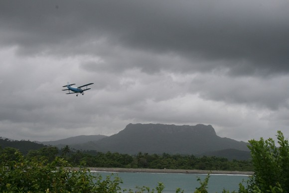 Avioneta sobrevuela el Yunque. Foto: Sheyla Valladares
