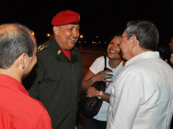 Chávez en Cuba para reanudar tratamiento médico
