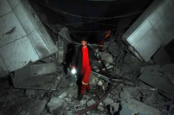 El complejo de Muamar Gadafi fue atacado esta madrugada por la OTAN en Trípoli | EFE/Mohamed Messara