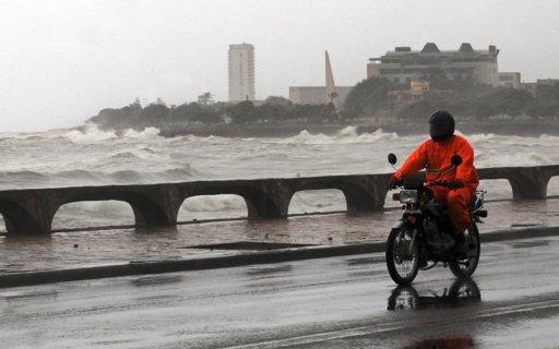 Un motociclista en Santo Domingo hoy