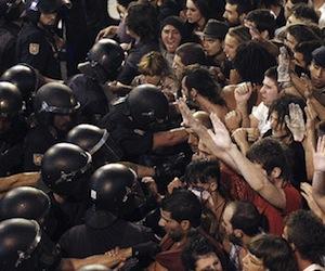 En España 800 antidisturbios tienen órdenes de evitar acampada en Sol