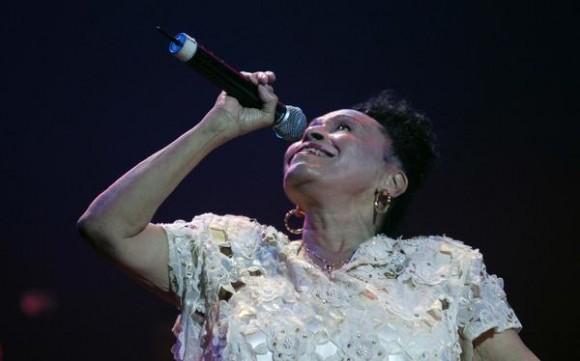 """La cantante cubana, Omara Portuondo, durante el concierto """"Gracias"""", en el Teatro Karl Marx de La Habana, Cuba, el 17 de agosto de 2011.  AIN FOTO/Omara GARCIA MEDEROS/"""