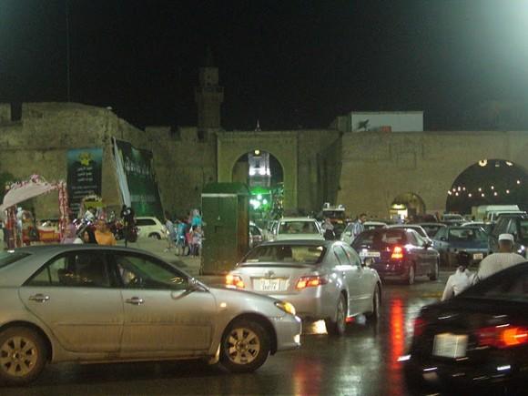 Imagen actual de la Plaza Verde donde sí aparece la ventana y el estuco (arriba derecha)