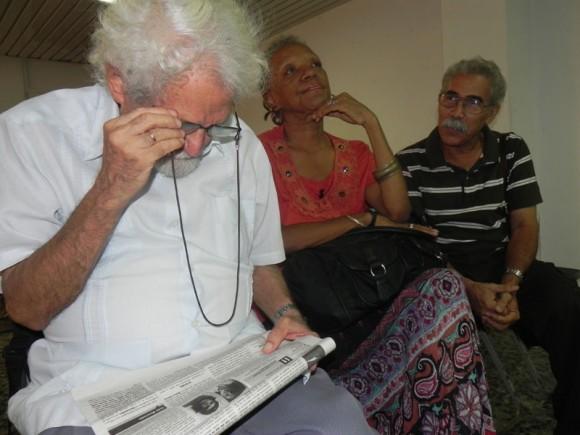El tercero  en llegar al Salón de Encuentro, del Pabellón Cuba, fue Pablo Armando Fernández, protagonista  en la tarde de hoy, de este espacio. Foto. Marianela Dufflar.