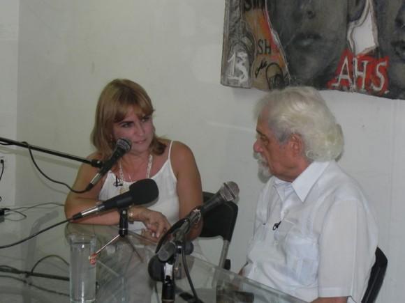Pablo Armando Fernández junto a la periodista, Magda Resik, dieron inicio al encuentro. Foto. Marianela Dufflar.