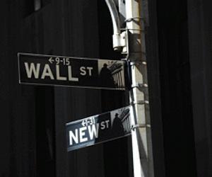 Especuladores de Wall Street responden: Somos más inteligentes y feroces que los dinosaurios