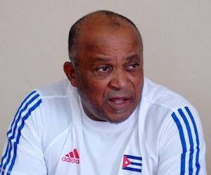 Urquiola critica la decisión de la IBAF de recortar los juegos a siete entradas