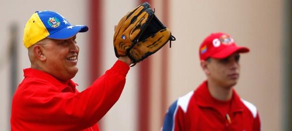Chávez hace deporte ante la prensa y asegura que el cáncer salió en operación